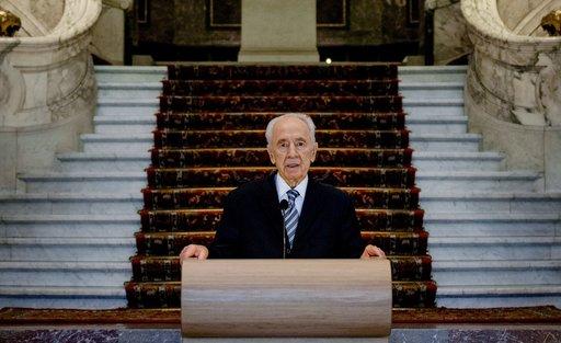 بيريز: إسرائيل ستدرس مسألة انضمامها الى معاهدة حظر الاسلحة الكيميائية