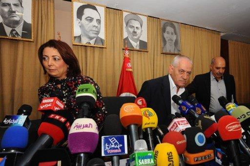 وسطاء بين الحكومة والمعارضة في مؤتمر صحفي / أرشيف