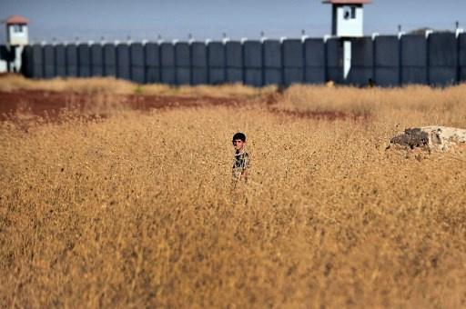 تركيا تبني جدارا على الحدود مع سورية لمنع التهريب والعبور غير القانوني