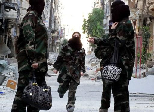 شريط فيديو لتسليم مسلحين أنفسهم للجيش السوري في ريف دمشق