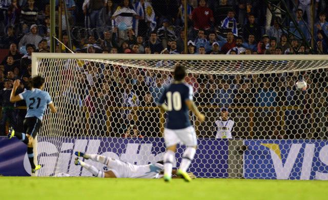 الأوروغواي تهزم الأرجنتين وتضرب موعداً مع نشامى الأردن