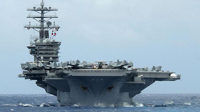 الولايات المتحدة تبعد سفنها القتالية عن السواحل السورية