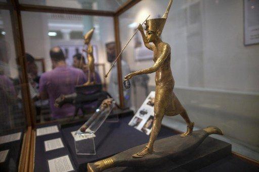 افتتاح معرض لقطع أثرية مستعادة بعد أن سرقت من المتحف المصري في عام 2011