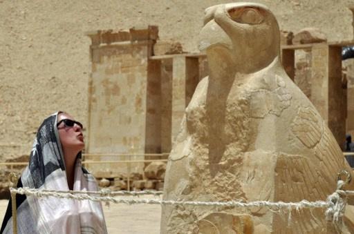 مصر تعلن عن تجميد السياحة مع إيران لأسباب تتعلق بـ