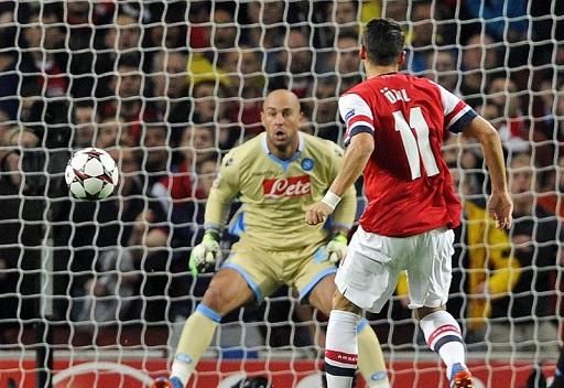 أوزيل يقود أرسنال إلى الفوز على نابولي بثنائية في دوري الأبطال
