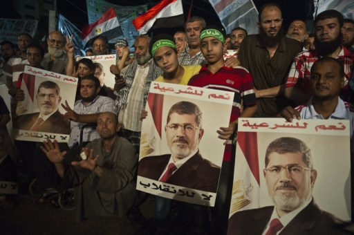 مقتل شاب في اشتباكات بين أنصار مرسي ومعارضيه في السويس