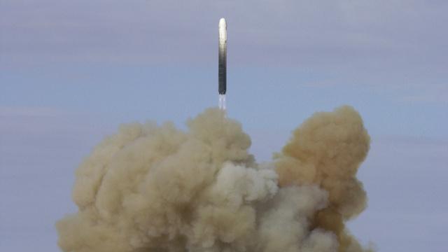روسيا تختبر صاروخا باليستيا جديدا عابرا للقارات