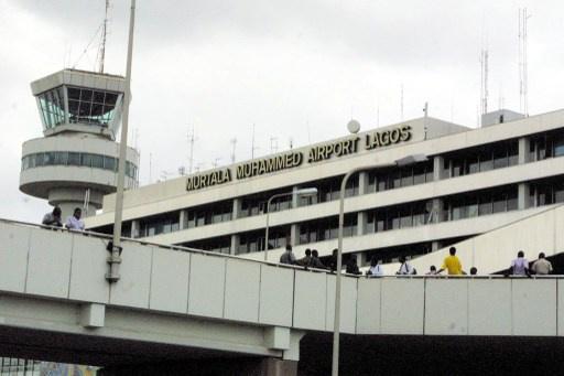 مقتل 5 أشخاص على الأقل في تحطم طائرة ركاب صغيرة بمطار لاغوس