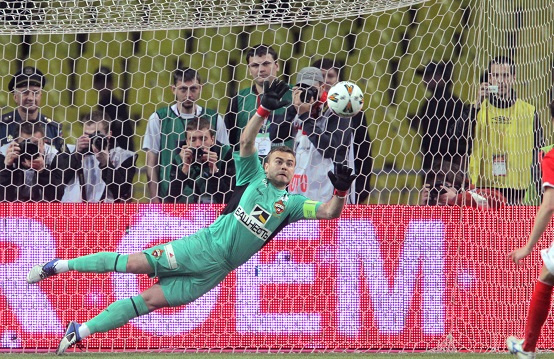 الروسي أكنفييف أول حارس تهتز شباكه في 17 مباراة متتالية في دوري الأبطال