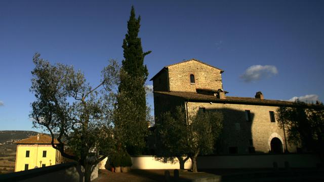قرية إيطالية تحتفل بارتفاع تعداد سكانها إلى 6 أشخاص وبأول مولود فيها منذ 67 عاما