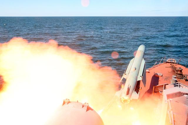أسطول الشمال الروسي يجري 8 عمليات إطلاق ناجحة لصواريخ مجنحة