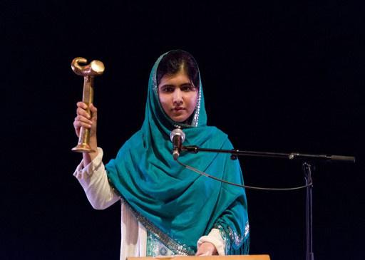 جائزة بوليتكوفسكايا تمنح لفتاة باكستانية أصيبت بجرح في الرأس على أيدي طالبان