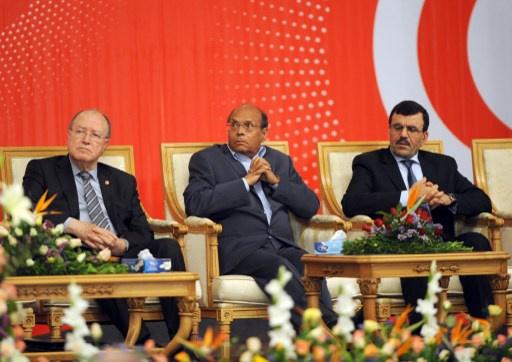 21 حزبا بينها حركة النهضة توقع على وثيقة خارطة الطريق في تونس