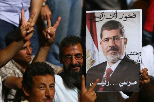 القبض على 14 طالبا من مؤيدي مرسي حاولوا اقتحام منطقة رابعة في القاهرة