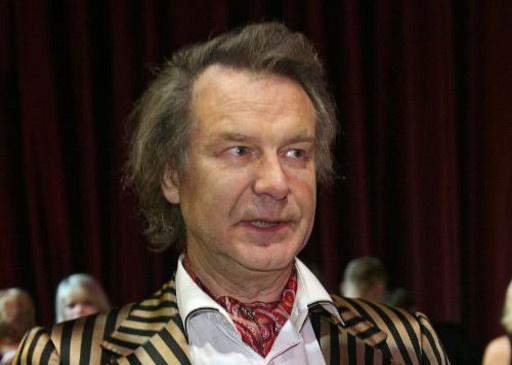 استاذ بارع في فن البورتريه الروسي لا يزال يعمل في غاليري يحمل اسمه