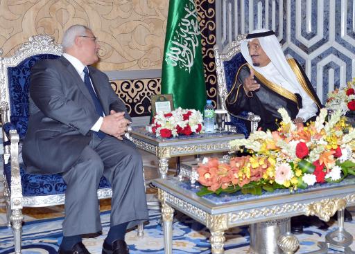 الملك السعودي يؤكد للرئيس المصري المؤقت وقوف الرياض مع القاهرة ضد الارهاب والفتنة