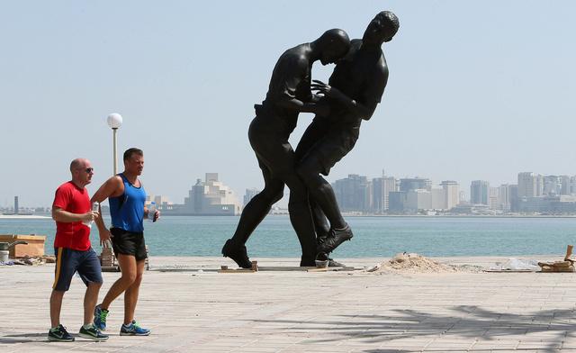 إزاحة الستار عن تمثال نطحة زيدان في قطر
