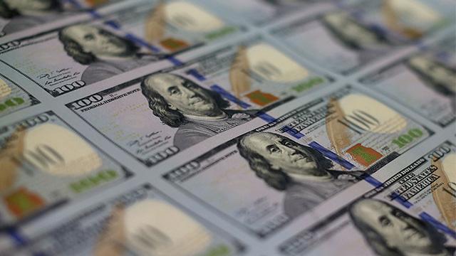 ورقة 100 دولار جديدة تطرح للتداول في الأسواق بخصائص أمنية مميزة