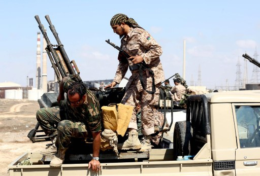 زيدان يطالب بمساعدة اجنبية لوقف انتشار الأسلحة في ليبيا