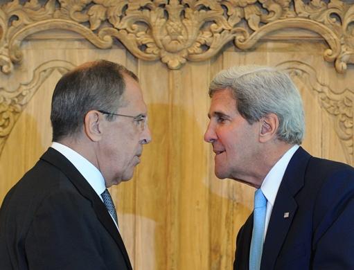 لافروف وكيري يجريان لقاء غير رسمي على هامش قمة دول شرق آسيا