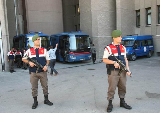 القضاء التركي يحكم على 10 جنرالات وأميرالات متقاعدين بالسجن لمدد تصل حتى 20 عاما