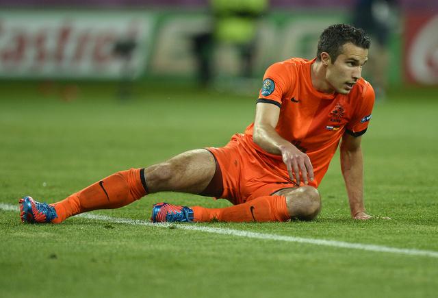 أصبع قدم فان بيرسي يهدد مشاركته مع هولندا ضد المجر