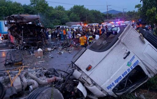 مصرع سائح روسي واصابة 35 في حادث انقلاب حافلة بتايلاند