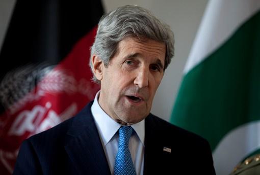وزير الخارجية الأمريكي يصل كابل بزيارة غير معلنة لإجراء مباحثات مع الرئيس كرزاي