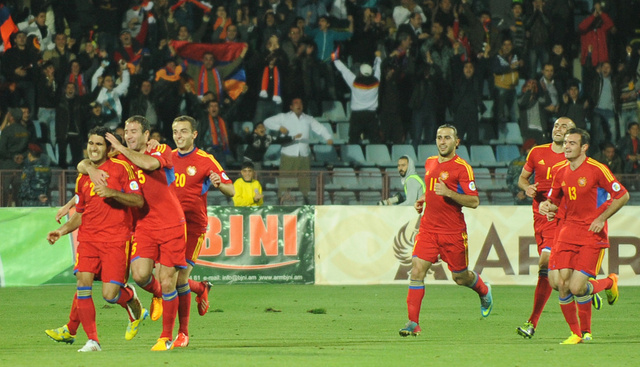 أرمينيا تشعل الصراع على بطاقة الملحق الأوروبي لمونديال البرازيل