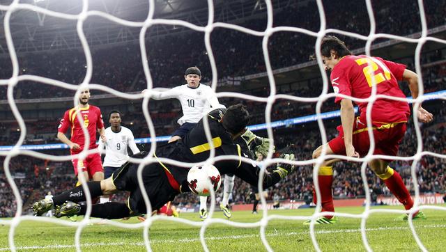 إنجلترا تهزم الجبل الأسود وتقترب من نهائيات كأس العالم