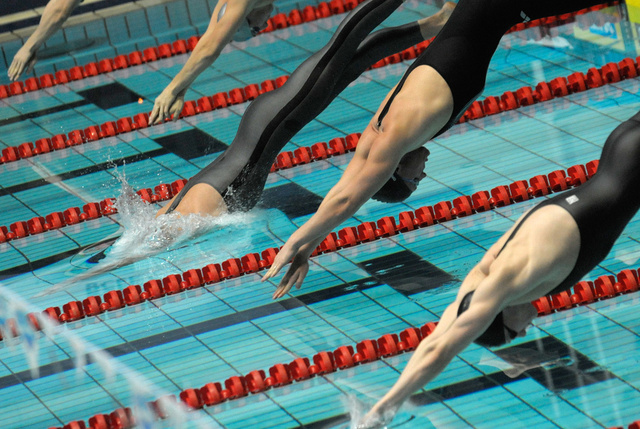 روسيا تحطم الرقم القياسي العالمي في سباحة 4×50 م تتابع مختلط