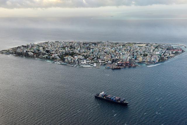 سكان مالديف غير مرتاحين من تصرفات السياح بالرغم من اعتماد البلاد على السياحة