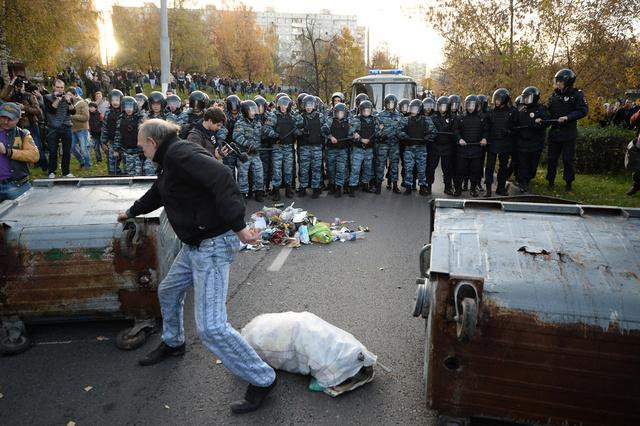 الشرطة الروسية تعتقل العشرات في أعقاب أعمال شغب بإحدى مناطق موسكو