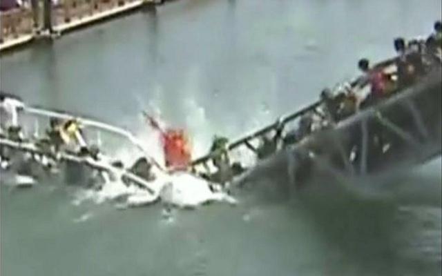 بالفيديو..أكثر من عشر إصابات في انهيار جسر للمشاة في الصين