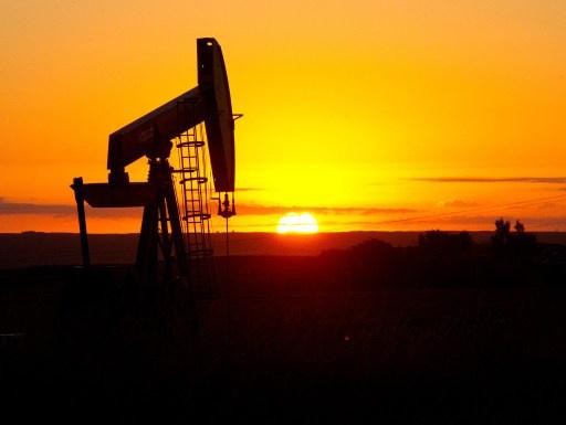 هبوط أسعار النفط مع استمرار الخلاف حول الديون الأمريكية