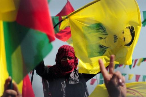 أوجلان يدعو أنقرة إلى البدء بمفاوضات جدية لإنهاء الصراع مع الأكراد
