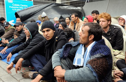 السلطات اليونانية تنقذ 73 سورياً كانوا على متن زورق نفد وقوده