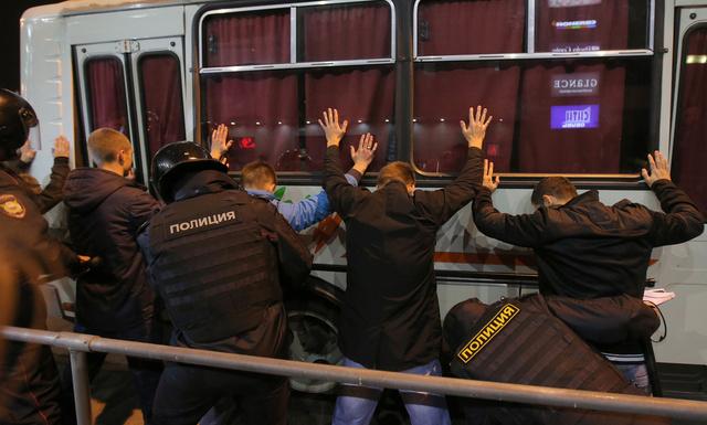 شرطة موسكو تعتقل نحو 300 شخص بسبب محاولتهم القيام بأعمال شغب