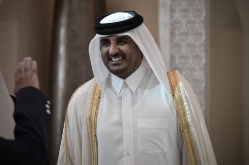 أمير قطر يؤكد ضرورة التعاون مع طهران ويدعو روحاني إلى زيارة بلاده