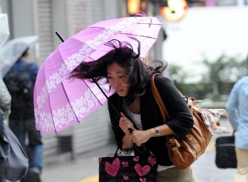 مصرع 13 وفقدان العشرات نتيجة إعصار قوي ضرب شرق اليابان