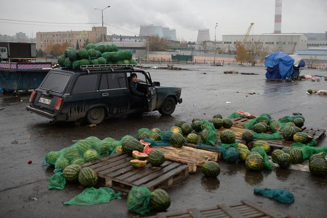 اعتقال 3 مشتبه بهم في إثارة شغب أثناء احتجاجات ضد الهجرة غير الشرعية في موسكو.. وإيقاف 150 مهاجرا