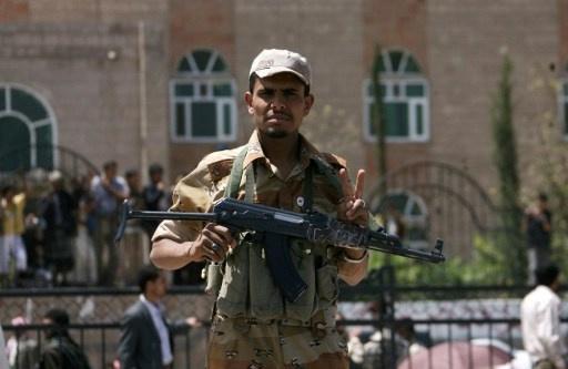 مقتل وإصابة جنود يمنيين بهجوميين منفصلين على معسكرين في محافظة البيضاء
