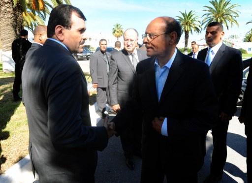 تظاهرة لنقابات الأمن التونسي تجبر رئيس الجمهورية ورئيس الوزراء على مغادرة مراسم تأبين