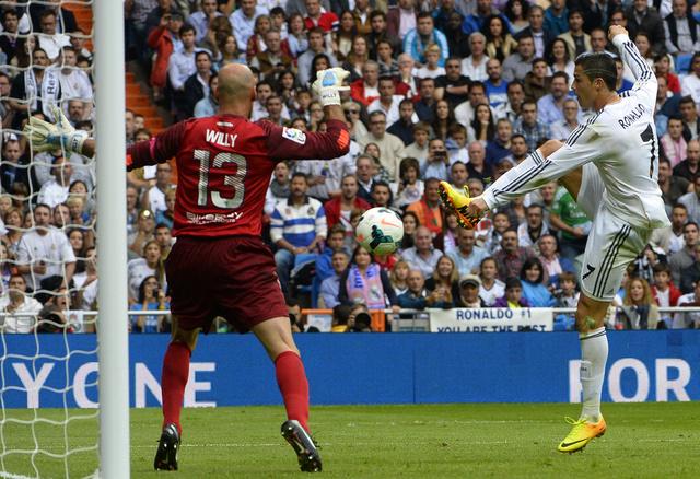 ريال مدريد يعبر ملقا بثنائية بيضاء