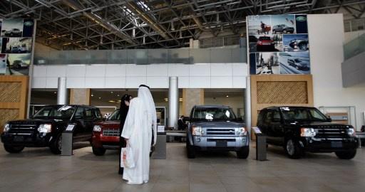 أكثر من 55% من المواطنين الإماراتيين في أبوظبي مقترضون أغلبهم لشراء السيارات