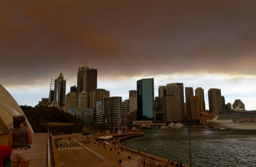 الحرائق تقترب من مدينة سيدني في أستراليا