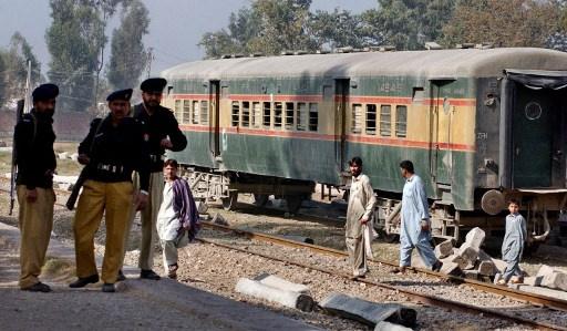 مقتل 7 وجرح العشرات في انفجار قنبلة بقطار في إقليم بلوشستان الباكستاني