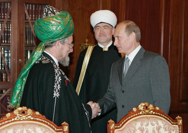 بوتين يمنح مفتي روسيا طلعت تاج الدين وسام الاستحقاق الوطني
