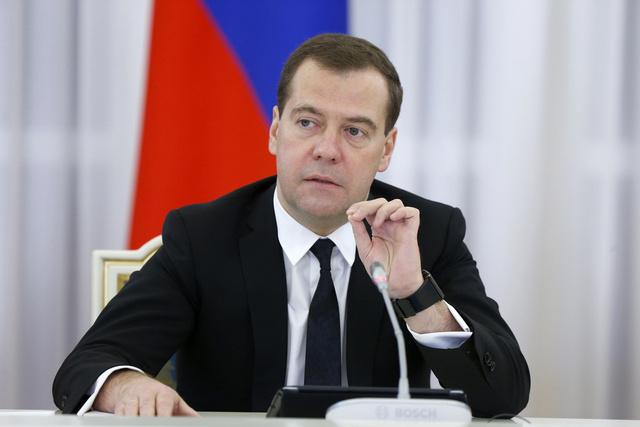 مدفيديف: الاقتصاد الروسي سينمو في أفضل الأحوال بنسبة 2% في عام 2013