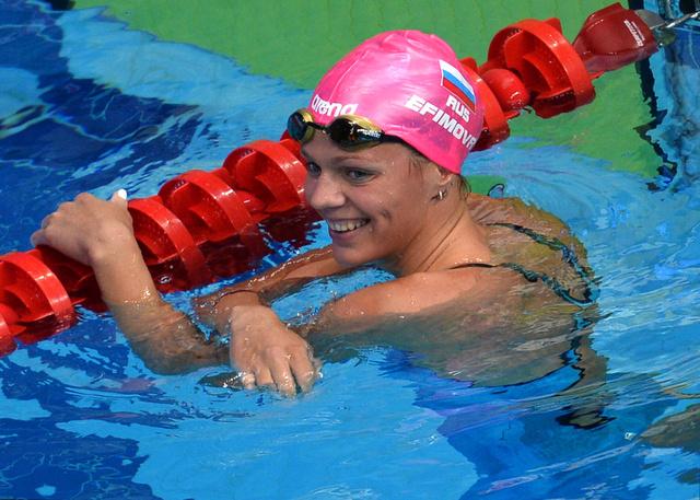 الروسية يفيموفا تواصل حصد الميداليات في بطولة العالم للسباحة